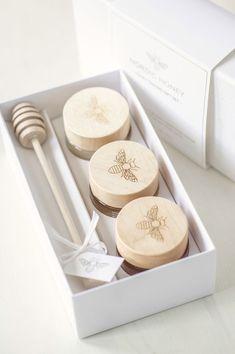 Honey Packaging, Jar Packaging, Pretty Packaging, Packaging Design, Packaging Ideas, Kosmetik Shop, Honey Logo, Honey Label, Honey Jar Labels