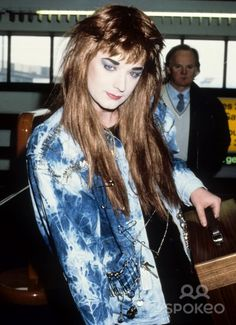 Boy George is one of the most beautiful girly gays. I dream to marry him. Boy George, 80s Pop Music, Punk Makeup, Culture Club, Music Icon, Baby Boy Fashion, Pretty Boys, Bad Boys, Cool Kids