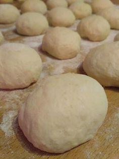 Kváskové buchty Honzovky – moje malé veľké radosti Hamburger, Bread, Baking, Food, Hampers, Brot, Bakken, Essen, Burgers