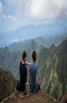 Guide: Haiku Stairs – Stairway to Heaven, Hawa Stairway To Heaven, Haiku, Stairways, Travel Ideas, Places Ive Been, Hawaii, Beautiful Places, Mountains, Stairs