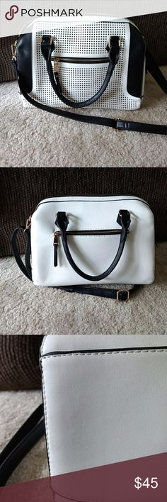 Madison West EUC Large White & Black Bag Gorgeous large white and black purse in great condition Madison West Bags