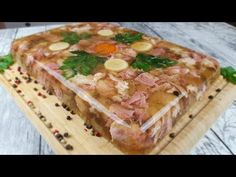 Piftie din ciolane de porc - YouTube Charcuterie, Serbian Recipes, Romanian Food, Christmas Goodies, Food Videos, Sausage, Food And Drink, Cooking Recipes, Bread