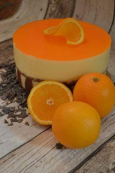 Sinaasappel bavaroise taart. Vraag me niet waarom, maar bij de maand December horen voor mij toch ook altijd wel sinaasappelen, of dit nu komt door
