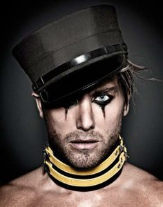 Lance Bass by Mike Ruiz! I love men with heavy eye make up on. Mens Halloween Makeup, Halloween Men, Halloween Ideas, Halloween Displays, Steampunk Make Up, Punk Rock Makeup, Festival Makeup, Rock Chic, Fantasy Makeup