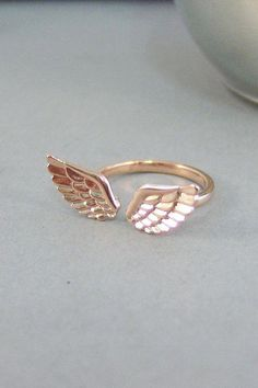 Anges d'aile anneau, bague, bague en or Rose, Gold Wing, aile d'ange, ailes d'ange, deux ailes, bijoux aile d'ange, ange gardien, Seamaidenjewelry. on Etsy, 17,32€ #rosegoldring Stylish Jewelry, Cute Jewelry, Charm Jewelry, Jewelry Gifts, Jewelry Accessories, Fashion Jewelry, Jewelry Design, Silver Jewelry, Fashion Rings