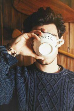 Chico con una taza de café!