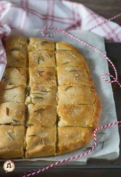 Fast Rustichella without leavening - Also Thermomix With ham Bread Recipes, Chicken Recipes, Cooking Recipes, My Favorite Food, Favorite Recipes, Focaccia Pizza, Good Food, Yummy Food, Salty Cake