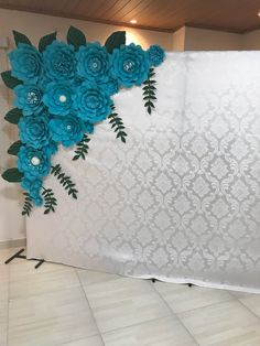 Best Ideas For Baby Shower Backdrop Ideas Flower Tutorial babyshower baby is part of Wedding decorations - Giant Paper Flowers, Diy Flowers, Flower Decorations, Wedding Decorations, Baby Shower Backdrop, Boy Baby Shower Themes, Paper Flower Backdrop, Backdrops, Backdrop Ideas