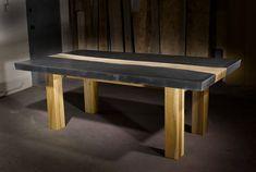 Mesa de hormigón con incrustaciones de madera