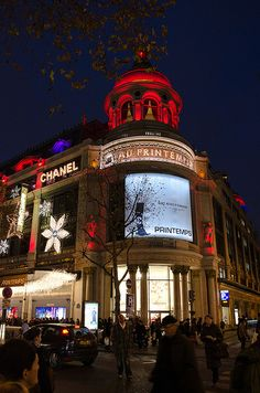 Illuminations de Noël au Printemps haussmann, Paris