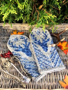 Knitted Mittens Pattern, Knit Mittens, Mitten Gloves, Fair Isle Knitting, Knitting Yarn, Fingerless Gloves, Arm Warmers, Knit Crochet, Projects To Try
