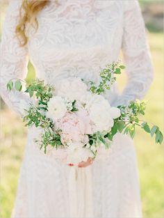 white wedding bouquet | long sleeve wedding dress | leafy bouquet | backyard wedding | weddingchicks