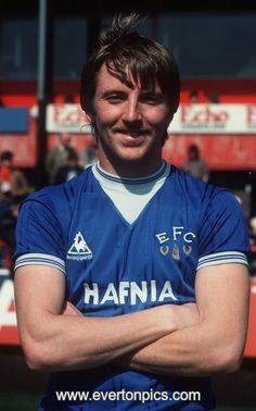 Gary Stevens of Everton in Everton Fc, Retro Football, E Photo, Soccer Shirts, Buy Prints, Print Format, Liverpool, Photographic Prints, People