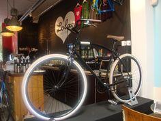 Lola bikes and coffee. Den Haag.