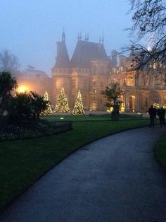Christmas lights at Waddesdon Manor - Waddesdon, Buckinghamshire, England - incredible huge to do to travel here from London via train, plane, cab lol but the Sevres was to die for and the incredible décor will always be with me Noel Christmas, Christmas Lights, Xmas, Magical Christmas, Elegant Christmas, Outdoor Christmas, Family Christmas, Beautiful Homes, Beautiful Places