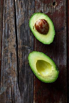 THE INCREDIBLE, EDIBLE AVOCADO Kitchenaid, Mayonnaise, Healthy Options, Healthy Recipes, Avocado Health Benefits, Fruit Benefits, Avocado Seed, Nutrition Chart, High Fat Foods