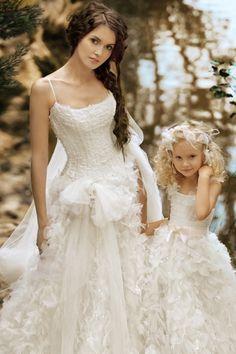 ¡Mamá, quiero un vestido como el tuyo! Novias vestidas a conjunto con sus hijas via BodaBella.es
