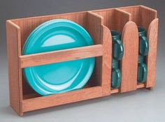 Caravan İdeas 326933254176078198 - Neat little dish storage idea! Alter slightly by removing the mug section and putting a smaller section similar to the plate area there for bowls/bread plates. Hang mugs on cup hooks underneath. Source by emiliedosjoub Camper Trailers, Camper Van, Travel Trailers, Mini Camper, Rv Camping, Camping Hacks, Glamping, Camping Dishes, Luxury Camping