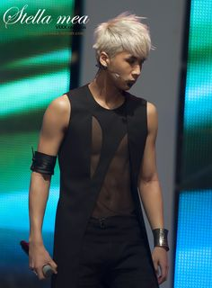There are million things I love about each member of VIXX... but one of the top things I love about Ravi is his goddamn body. OMG.