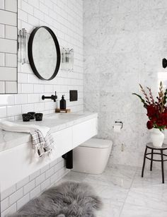 Modern Scandinavian Bathroom Interior In White - Interior Design Ideas & Home Decorating Inspiration - moercar White Marble Bathrooms, White Tiles, Bathroom Black, White Interior Design, Bathroom Interior Design, Modern Interior, Marble Interior, Bad Inspiration, Bathroom Inspiration