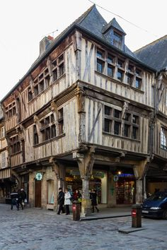 c timber framed house in Dinan in Brittany, France like my fb… Unusual Buildings, Interesting Buildings, Old Buildings, Beautiful Buildings, Modern Buildings, Medieval Houses, Medieval Town, Timber Frame Homes, Timber House