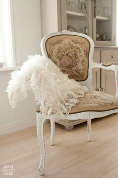 Brocante arm chair / Brocante stoel -  https://www.facebook.com/metdefranseslag