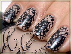 Manucure dentelle / Lace mani (seen on FashionPolish)