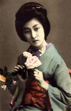 La Geisha HAWARYU - A l'ère Meiji beauté du vieux Japon
