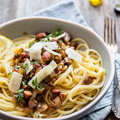 Pasta with mushrooms and truffle oil - Brenda Cooks! Main dish - Easy meal with pasta. This pasta with mushrooms and truffle oil is irresistible. I Love Food, A Food, Vegetarian Recipes, Healthy Recipes, Mushroom Pasta, Evening Meals, Food For Thought, Italian Recipes, Chicken Recipes