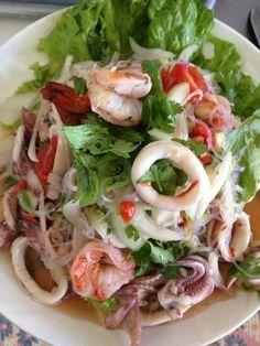 Thai food Thai Recipes, Seafood Recipes, Asian Recipes, Healthy Recipes, Thai Cooking, Asian Cooking, Cooking Recipes, Authentic Thai Food, Cambodian Food