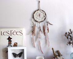 Patchouli Dream . attrape-rêves napperon vintage plumes améthyste et Swarovski .