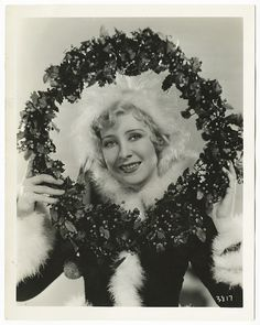 A marvelously beautiful Christmas image of actress Gwee Lee (taken in 1931). #1930s #thirties #wreath #vintage #Christmas #holidays #actress