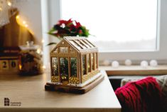 Jak zrobić domek z piernika? 7 wskazówek i przepis - Czekoladą Utkane Table Lamp, Cake, Food, Home Decor, Fotografia, Table Lamps, Decoration Home, Room Decor, Kuchen
