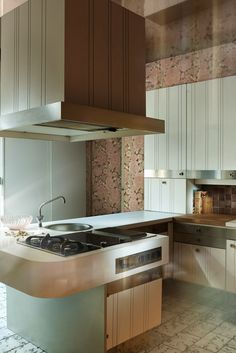 A Parisian reception apartment Kitchen, rolled out of stainless steel bands, is composed around a central presqu'îlot.