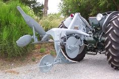 I know this is a tractor forum but I figure you tractor guys know some about implements.I have a chance to acquire a Ferguson quarter-turn plow. 3 Point Tractor Attachments, Vintage Ads, Vintage Photos, Safety Cartoon, Tractor Accessories, Tractor Photos, Crop Protection, Lawn Tractors, Antique Tractors