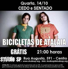 A dupla Bicicletas de Atalaia se apresenta nesta quarta-feira, 14, no Cedo e Sentado do Studio SP. O som dos meninos tem como marca harmonias e melodias que transitam entre a Bossa Nova e o Rock.