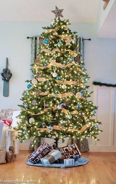 Cool Natural & Blue Lake Style Christmas Tree