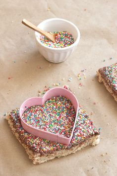 Toast + Nutella + sprinkles!  #nutella #recipes #sprinkles