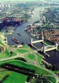 Mei 1958  Stormvloedkering in de Hollandse IJssel .