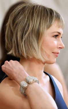 Met Gala The 'Anna Wintour' bob is the red carpet hair trend to try at home Michelle Williams Bob Hairstyles For Fine Hair, Lob Hairstyle, Red Bob Hair, Chin Length Bob, Blonder Bob, Bobs For Thin Hair, Red Carpet Hair, Hair Type, Hair Trends