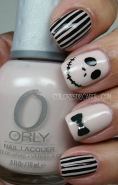 i LOVE jack!! Colores de Carol: Jack Skellington - Halloween Manicure (Note: Jack should be on the ring finger & bat tie on the thumb)