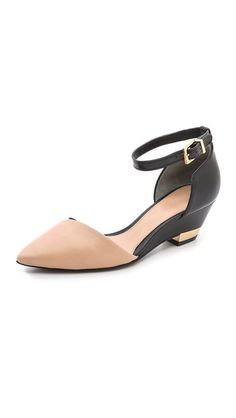 Love this mackenna low wedges / tory burch, I have an arch but I can't wear high heels. Fancy Shoes, Crazy Shoes, Me Too Shoes, Tory Burch, Low Heel Shoes, Low Heels, Jimmy Choo, Shoe Boots, Shoes Sandals