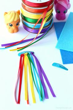 Rainbow dash hair clip diy Celebrate My Little Pony: The Movie in theaters with these easy DIY My Little Pony Hair Clips, the perfect no sew accessory for your little girl! My Little Pony Party, My Little Pony Craft, Cumple My Little Pony, My Little Pony Hair, My Little Pony Decorations, My Little Pony Costume, My Little Pony Games, Rainbow Dash Party, Rainbow Dash Birthday