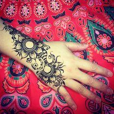 #tattoo #taipei #taiwan #henna #hennaart #mehndi #menhdi #tattoo #tattoos #印度彩繪 #印度紋身