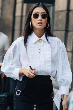 Street Style auf der Fashion Week Haute Couture Herbst-Winter in Paris Couture Week, Style Couture, Haute Couture Fashion, La Fashion Week, Daily Fashion, Latest Fashion, High Fashion, Style Parisienne, Business Mode