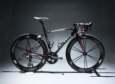 Mean and Lean. Don't normally do Specialised but great looking Allez with Madfiber wheels-->