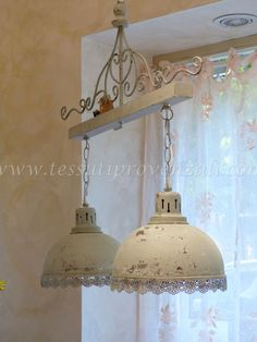 Newest Free cucina Shabby Chic Style Along with style and design programmes in which favor neutrals, it might be all to easy to really want to fea Decor, Shabby Chic Cottage, Shabby Chic Pendant Light, Chic Decor, Light Fixtures, Diy Furniture, Home Decor, Home Improvement, Shabby Chic Furniture