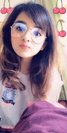 Shirley Setia is an indo Kiwi Singer. Hindustan Times and Forbes featured Setia as Bollywood's Next Big Singing Sensational. Stylish Girls Photos, Stylish Girl Pic, Cute Girl Pic, Cute Girls, Girl Pictures, Girl Photos, Shirley Setia, Girls Phone Numbers, Celebrity Biographies