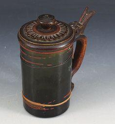 Krus i glass, Aasnæs Værk, med utskåret trelokk og hank. Midten av 1800 tallet. H: 17 cm. Sprekk. Prisantydning: ( 3000 - 3500) Solgt for: 2600
