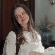 Please leave a message after the tone. Estilo Rory Gilmore, Rory Gilmore Style, Alexis Bledel, Film Serie, Horse Hair, Best Tv Shows, Girl Crushes, Pretty People, Wattpad